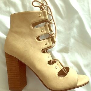 Lace up high heel sandle size 6